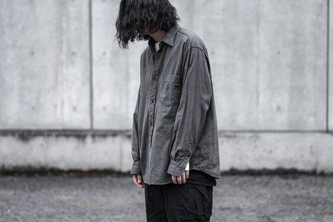 COMOLIのヨリ杢シャツ