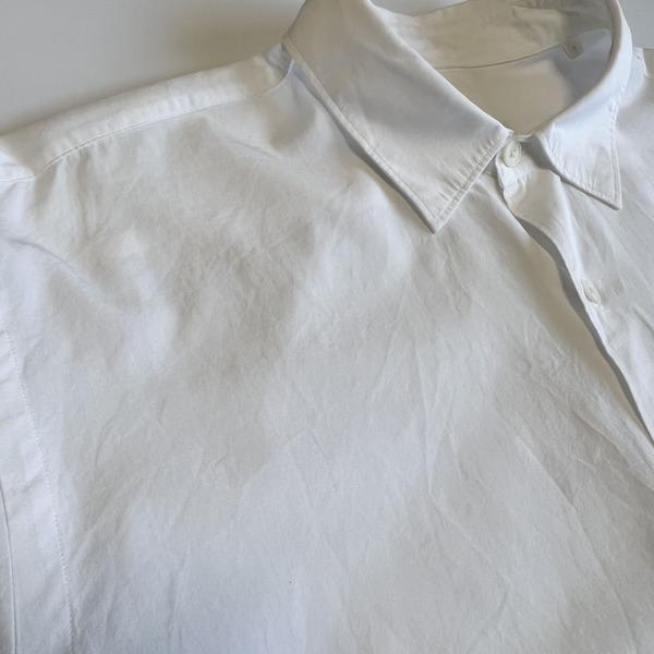 COMOLIのコモリシャツ