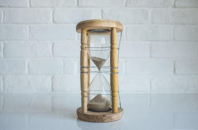 半分以上砂の落ちた砂時計