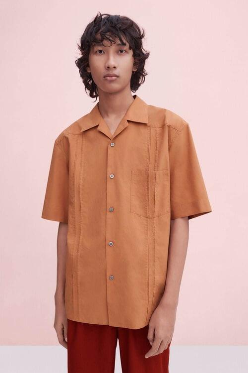 ユニクロユー2020春夏キューバシャツを使ったルック写真
