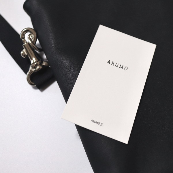 ARUMO(アルモ)のレザーサコッシュ